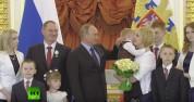Путин попытался успокоить плачущего ребенка (видео)
