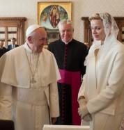 Ողջ աշխարհում ընդամենը 7 կնոջ է թույլատրված սպիտակ հագուստ կրել Հռոմի պապի ներկայությամբ. ...
