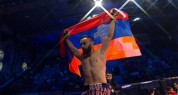 Վարդան Ասատրյանը նոկաուտով հաղթեց ադրբեջանցի մարզիկին՝ գլխավերևում պահելով Արցախի դրոշը (տ...