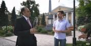 ՀՀ դեսպանը ռուս լրագրողին ներկայացրել է Լազարյան ընտանիքին պատկանած կալվածքները (տեսանյութ...