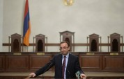 ԱԱԾ են կանչվել Հրայր Թովմասյանի 75-ամյա հայրը և երկու դուստրերը