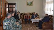 ԱՀ ներքին գործերի նախարարն այցելել է պատերազմում անմահացած փրկարարների ընտանիքներին