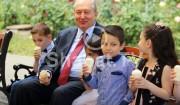 Նախագահ Արմեն Սարգսյանը երեխաներին հրավիրել է պաղպաղակ ուտելու