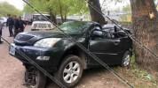 Սևան-Մարտունի-Գետափ ճանապարհին Lexus-ը դուրս է եկել երթևեկելի գոտուց և բախվել ծառերին. կա ...