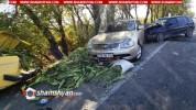 Արմավիրի մարզում Volkswagen-ը բախվել է կայանված Nissan-ին, վերջինս էլ առաջ ընթանալով, բախվ...