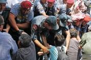Քաղաքացիական զգեստներով բերման ենթարկելու գործողություն իրականացնող անձինք ոստիկանության ծ...