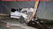 Խոշոր ավտովթար Երևանում. մեքենաներից մեկը հայտնվել է մայթին և կոտրել էլեկտրասյունը