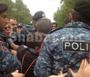 Ոստիկանական ուժերը եկան Հանրապետության հրապարակ. բերման ենթարկվեցին անչափահասներ