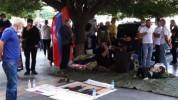 ՌԴ մեկնել ցանկացողները շարունակում են հացադուլը Կառավարության շենքի  դիմաց