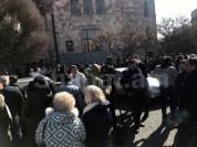 Դատպարտյալների հարազատները բողոքի ակցիա են կազմակերպել Կառավարության շենքի դիմաց (լուսանկա...