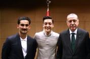 Գերմանիայի քաղաքական գործիչները պահանջում են հավաքականից հեռացնել Օզիլին և Գյունդողանին