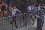 Նույնասեռականների խումբը ներխուժել է ոստիկանության բաժին. երկու ոստիկաններ մարմնական վնասվ...