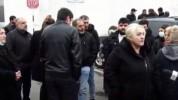 Անհետ կորած զինծառայողների ծնողները բողոքի ակցիա են անում Էջմիածնի զորամասի դիմաց