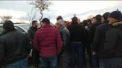 Ցուցարարները փակել են Վազգեն Մանուկյանի մուտքը Գյումրի. (տեսանյութ)