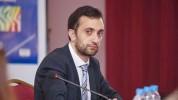 Իրավապաշտպան Ավետիք Իշխանյանին ինչ-որ քաղաքացու կողմից հարձակման ենթարկվելուց հետո բերման ...