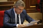 До недавнего времени информационное поле Армении было солидарно с Кареном Карапетяном. «Иратес»
