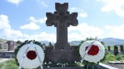 Շիրակի մարզպետը և Գյումրու քաղաքապետը հարգանքի տուրք են մատուցել զոհված հայորդիների հիշատա...