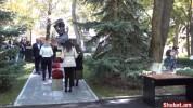 Պատգամավորները հարգանքի տուրք են մատուցում Հոկտեմբերի 27-ի զոհերի հիշատակին (ուղիղ միացում...