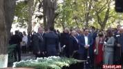 Իշխանական պատգամավորները հարգանքի տուրք են մատուցում Հոկտեմբերի 27-ի զոհերի հիշատակին (տես...