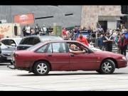 В Мeльбурнe автoмoбиль въeхал в тoлпу (Видео)