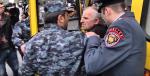 Ավտոբուսի վարորդը հրաժարվել է տեղափոխել բերման ենթարկվածներին (տեսանյութ)