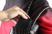 Մասիսում երիտասարդը կնոջից հափշտակել է դրամապանակը, որի մեջ եղել են բջջային հեռախոս, գումա...