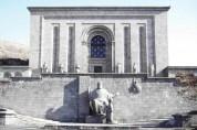 ՀՀ նախագահը Մատենադարանի տնօրենի հետ քննարկել է ինստիտուտի հեռանկարային զարգացումը