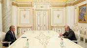 Նիկոլ Փաշինյանը հանդիպել է Արամ Սարգսյանի հետ