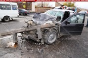 Խոշոր վթար Փարաքարում. BMW-ն մխրճվել է բեռնատարի մեջ