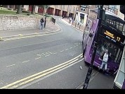 Արտառոց դեպք Բրիտանիայում. վրաերթի ենթարկվելուց անմիջապես հետո տղամարդը ոտքի է կանգնում ու...