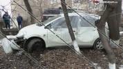 Երևանում ծառերի մեջ հայտնաբերվել է վթարված Nissan Tiida. վարկածներից մեկի համաձայն՝ բնակար...