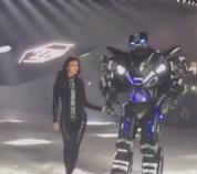 Իրինա Շեյքին բեմում ուղեկցել է հսկա ռոբոտը (տեսանյութ)