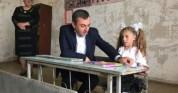 Գեղարքունիքի մարզպետը այցելել է Ծափաթաղ գյուղի դպրոցի առաջին դասարանի միակ աշակերտուհուն