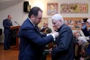 Վիգեն Սարգսյանը շնորհավորել է վետերաններին Հայրենիքի պաշտպանի օրվա առթիվ և մեդալներ շնորհել