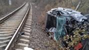 Մեքենան զառիվայրից ընկել է երկաթուղային գծերի վրա. լուսանկարներ