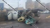 Տրակտորով բարձված քարշակը բախվել է մի քանի ավտոմեքենայի և կողաշրջվել