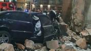Արշակունյաց պողոտայում մեքենան բախվել է գետնանցման երկու հենապատերին, այնուհետև «Հայրենիք»...