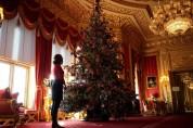 Էլիզաբեթ 2-րդն արդեն զարդարել է Վինձորյան պալատի տոնածառը (լուսանկարներ)